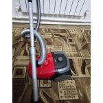 Пылесос с пылесборником Philips FC8293 PowerGo цвет красный